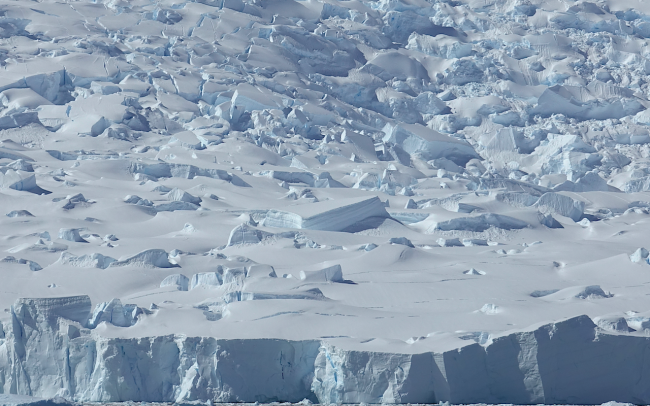 ice crevassse cliffs