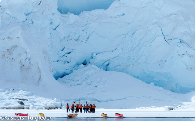 kayak ice cliffs